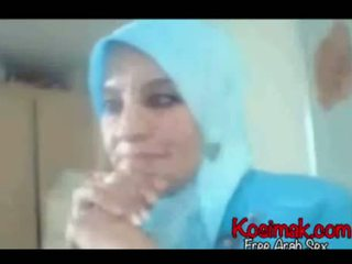 Arab hijab slut on web kamera showing her susu and pus