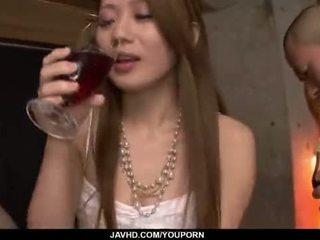 Kazumi nanase feels več men fukanje ji cherry