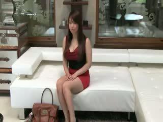 Tokyo nana avec grand seins baise sur sofa