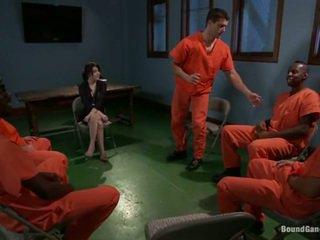 Tegan tate has band gemaakt liefde door pevers prisoners