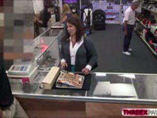 Масивний титьки робити гроші на pawn магазин