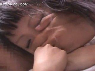 Azjatyckie ogolone nastolatka mokre cipka finger teased w