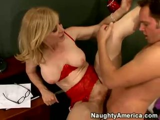 Nina hartley acquires cô ấy cookie filled với juvenile lồn