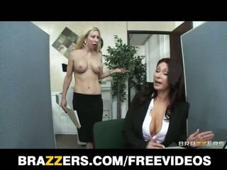 Brazzers - redhead milf tiffany mynx straffet til dårlig arbeid