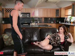 Sexy mãe sara jay gets fodido e facialized