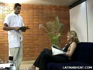 Latina kotě adriana představení pryč ji mléko cans