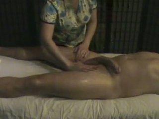 Massage tổ chức masseuse takes chăm sóc của một to whi