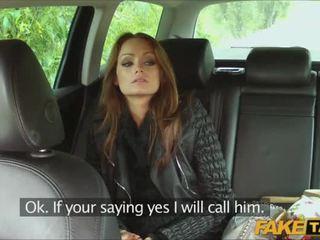 Seks z gorące amatorskie reporter w a taxi