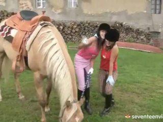 Fuckfest në the stables
