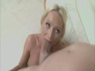 To cocks và cô gái biên soạn video