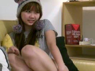Seksualu krūtinga azijietiškas paauglys mergina fingers