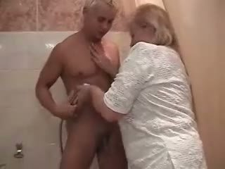 avó, chuveiro, bunda gorda