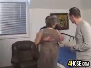 Storas senelė pakliuvom į the šikna