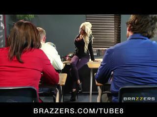 Grande teta rubia profesora gets taught un lesson en follando