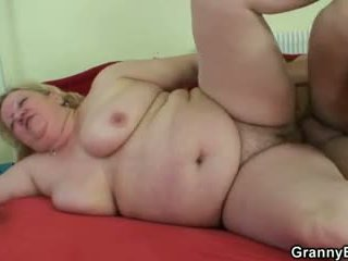 Cock-hungry babička gets pounded