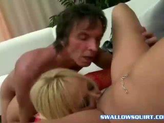 Squirting 色情明星 annie cruz 和 georgia peach