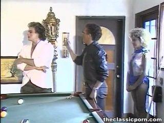 Billiard membuat cinta untuk sebuah tomentose wanita