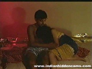 Gift indisk pair hjemmelagd making kjærlighet privacy invaded av hiddencam