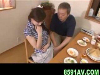 Грудаста дружина gives старший людина мінет