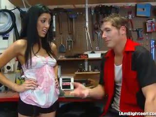 Slutty 青少年 他妈的 她的 mechanic