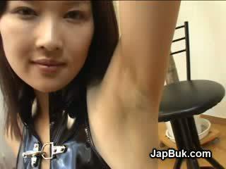 Gecilövés tovább hónalj a japán lány