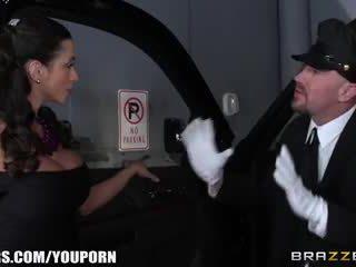 Brazzers - ariella ferra gives ju driver a jazda