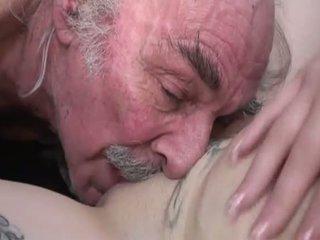 Porner premium: חובבן סקס סרט עם a ישן אדם ו - a צעיר הזונה.
