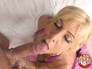 Lusty Momma Misty Vonage Enjoys A Warm Ooze Of Cock Sauce On Her Messy Face