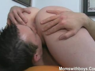 Besar payu dara dan dubur bermain dengan panas matang wanita