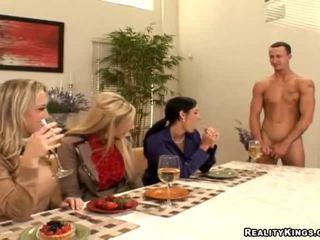Kolm housewives kutsuma gigolo