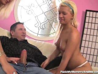 Loira milf e jovem grávida partilhar um load de quente ejaculações