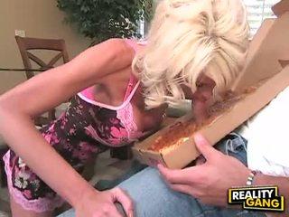 Bitchy blanc hottie jordan blue enjoys munching sur une meaty dong jusqu'à elle chokes