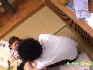 Istudyante licked at fingered by guy supsupin kaniya titi sa ang sahig sa ang roo