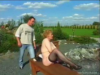 Sehr alt dame im strümpfe gets groß schwanz