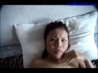 Thaimaalainen tyttö imevien kukko suu perseestä kasvohoito päällä the sänky
