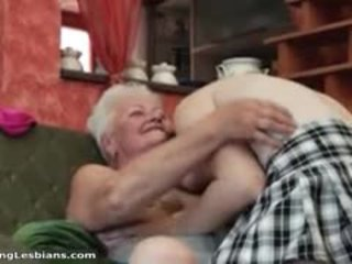 हॉर्नी ग्रॅनड्मा having हॉर्नी सेक्स