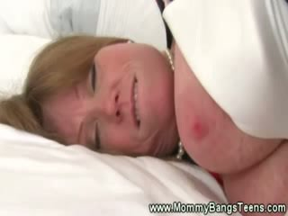 Mom aku wis dhemen jancok gets pussysucked by maly maly