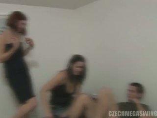 Tschechisch mega swingers: brünette whores im tschechisch stil orgie