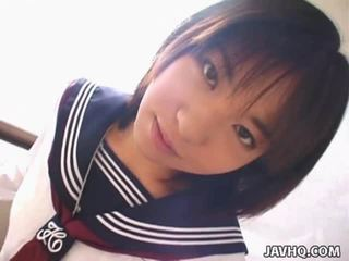 Teenaged japanisch gemischt gives sie erste cocksuck