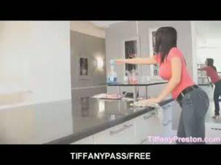 Tiffany preston loves إلى الحصول على فم كامل من بوضعه