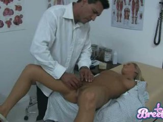 Suka bree olson je having že guyr soaked chňapnúť tickled s ju physicians fingers