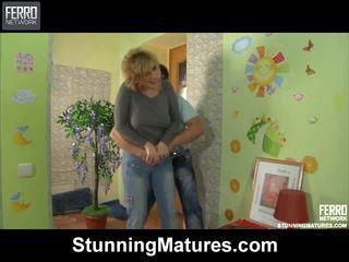 Susanna und govard dazzling mama drinnen aktivität
