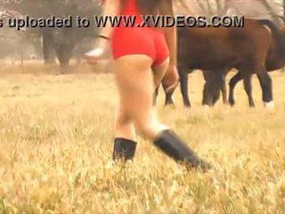 O quente senhora cavalo whisperer - incrível corpo latina! 10 cu!