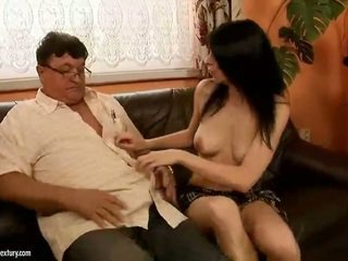 Heldig bestefar fucks hot jente