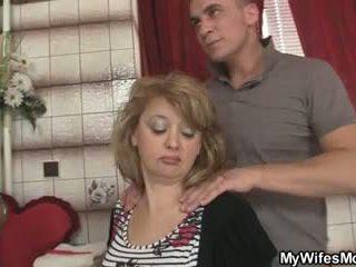 Mother-in-law jumps ved hans stor kuk som hans kone leaves