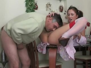Ýaşlar in uzyn kolgotka gets fucked by older dude
