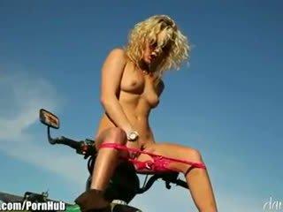 Kiara diane - daringsex solo outdoors masturbation в на mountains