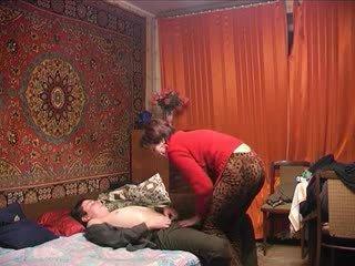 Krievi pieauguša māte un viņai puika! amatieri!