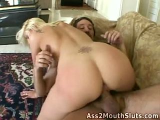 Anal loving miel stacy thorn receives double follada en la sillón por two sexy hunks