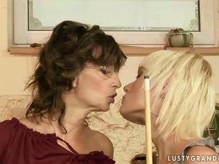 Babka a násťročné having lezbické zábava